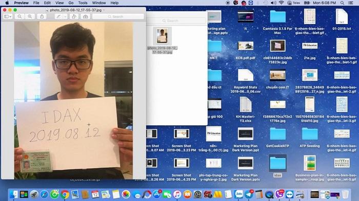 Chụp hình tự sướng cầm trên tay mảnh giấy về idax