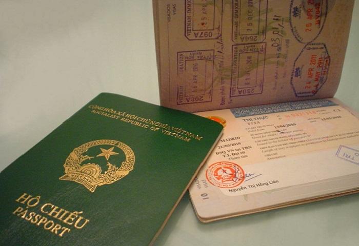 Chuẩn bị ảnh chụp hộ chiếu để xác thực tài khoản